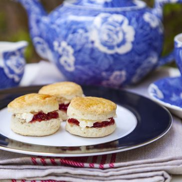 Mini Scones for Tea Time